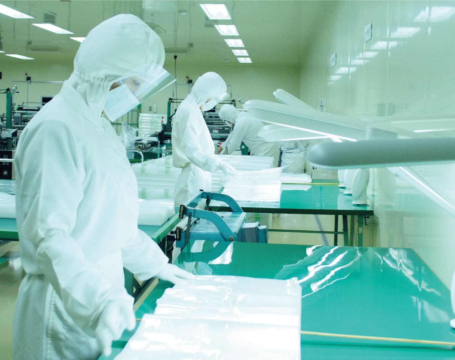 クラス10,000の環境下0クリーンルームで製品は生まれます。