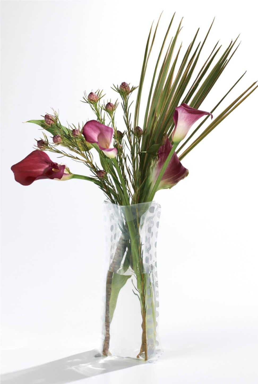 袋がそのまま花瓶になるフラワーベースバッグ